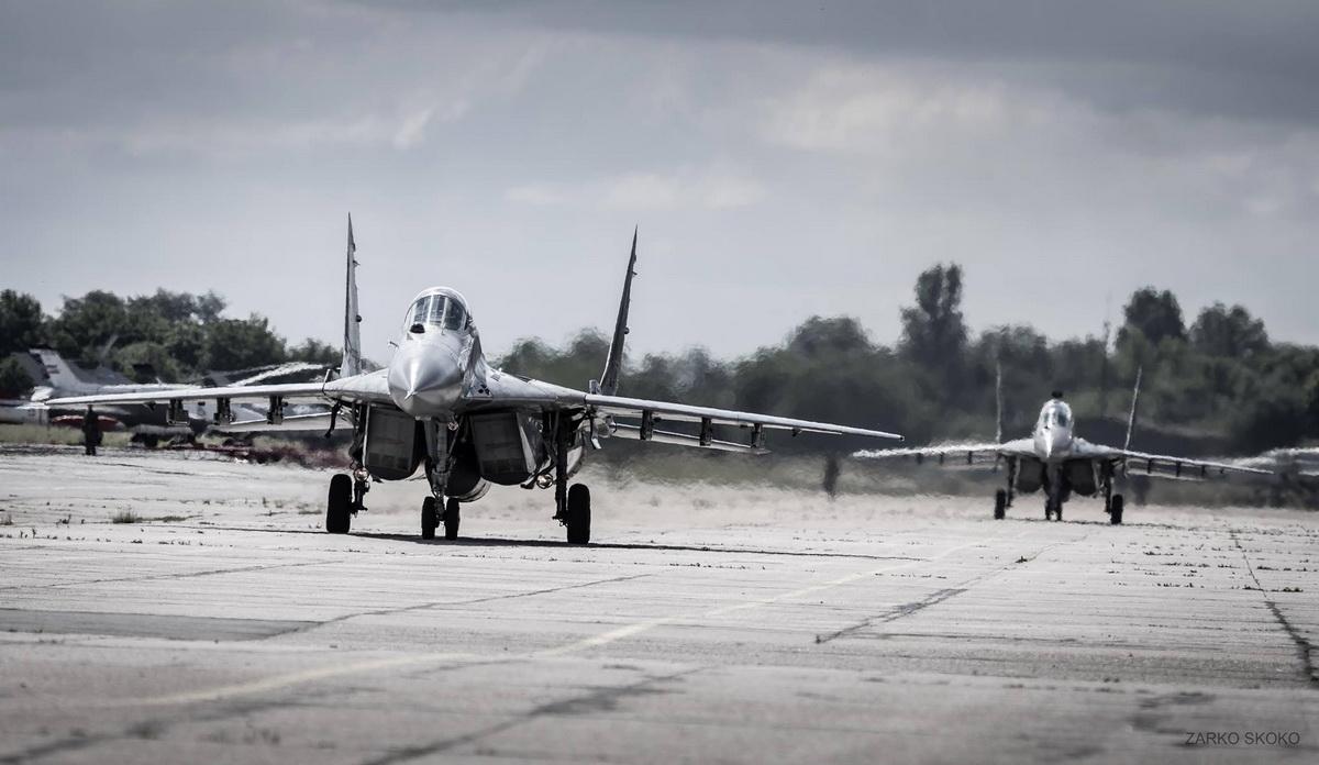Авиони миг-29 на батајничком аеродрому
