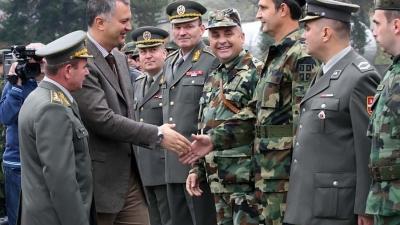 Ministar Šutanovac i general Miletić u poseti 7. Centru za obuku u Leskovcu