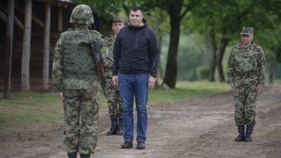 Министар Ђорђевић провео Васкрс са војницима