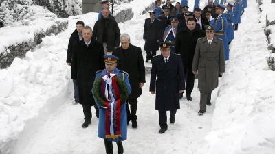 Položeni venci na Spomenik neznanom junaku na Avali