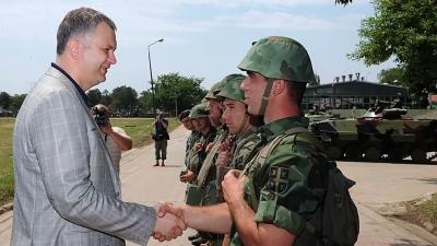 Мinistar Šutanovac i general Miletić u Centru za obuku Kopnene vojske u Požarevcu