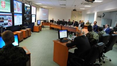 Премијер Вучић на Васкрс посетио Оперативни центар система одбране