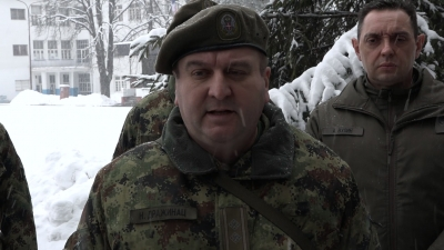 Командант Центра за обуку везе и информатике потпуковник Ненад Дражинац