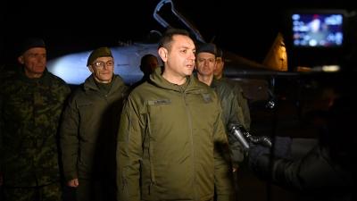 Министар одбране и начелник Генералштаба обишли дежурне јединице ловачке авијације и са њима дочекали Нову годину