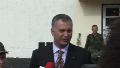 Министар Шутановац обишао касарну