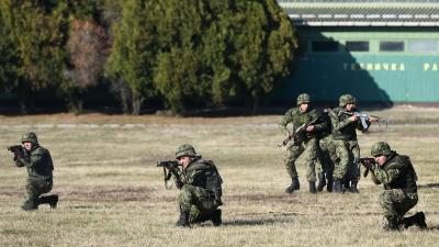 Mинистар Вулин и генерал Мојсиловић обишли Центар за обуку Копнене војске