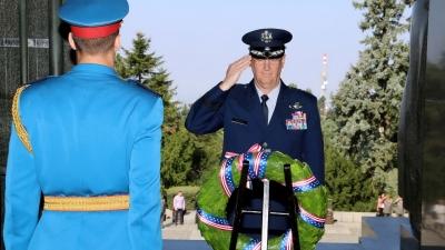 Полагање венца на Споменик незнаном јунаку на Авали од стране генерала Бартмана