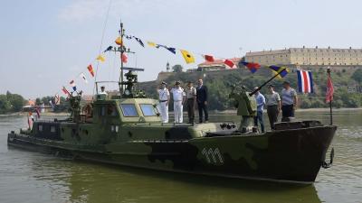 Дефиле бродова и средстава понтонирских јединица