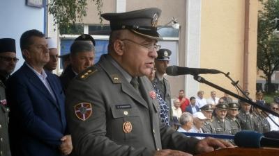 Командант Друге бригаде КоВ пуковник Жељко Кузмановић