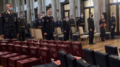 Presentation of Decorations by the Supreme Commander and the President of the Republic