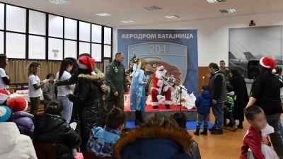 Новогодишња хуманитарна акција на аеродрому у Батајници