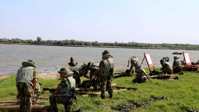 Министар Вулин и генерал Диковић обишли обуку 63. падобранског батаљона